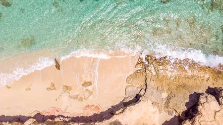 White sandy beach in cupecoy St.Maarten 免版税图像