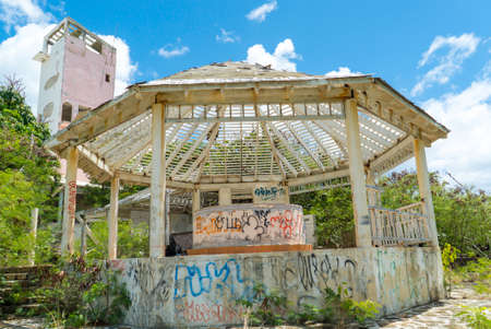 Hurricane causes damages to La belle creole building in the caribbean island of st.martin. 新闻类图片