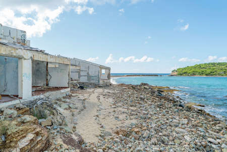 Hurricane causes damages to La belle creole building in the caribbean island of st.martin. 免版税图像