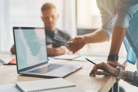 Closeup of man hands using laptop and holding pan 版權商用圖片