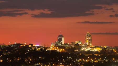 Skyline von Sandton, einem wohlhabenden Vorort von Johannesburg, Gauteng, Südafrika.