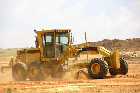 maquinaria pesada: Grader despejar un sitio de construcción Foto de archivo
