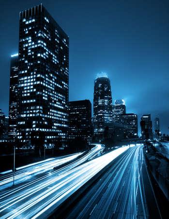 rascacielos: Los Angeles, Urban City al atardecer con Autopista Trafic Foto de archivo