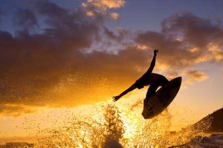 サーファーの日没 写真素材