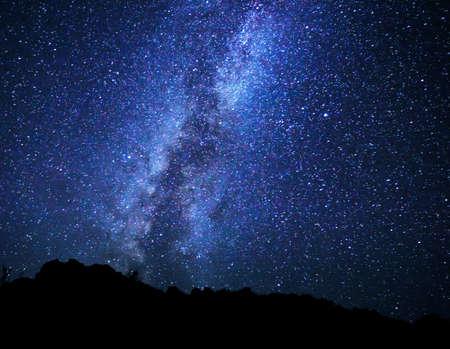 noche estrellada: Estrellas en el cielo nocturno, la Vía Láctea