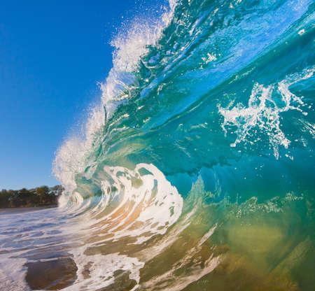 Breaking Ocean Wave Crashen op Camera Stockfoto