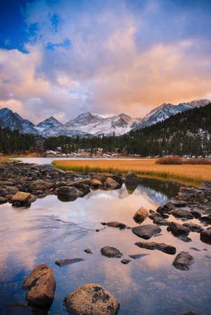 Geweldige Landschap, Mooie Zonsondergang van de Berg