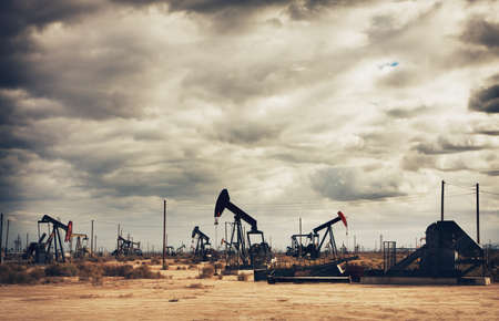 oil barrel: Oil Field in Desert, Oil Production