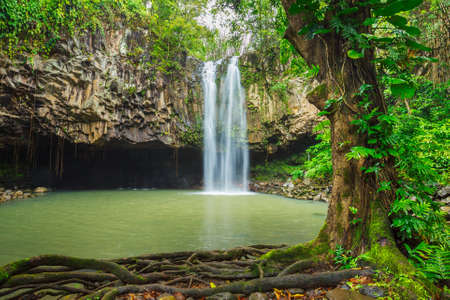 Belle cascade tropicale � Hawaii photo