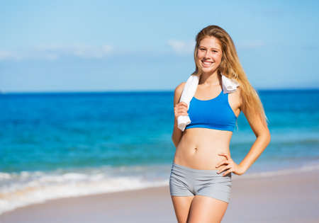 Beautiful Athletic Woman at the Beach 스톡 콘텐츠