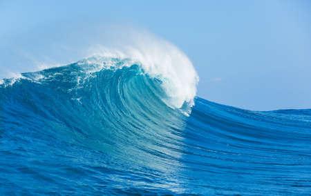 Blue Ocean Wave- Standard-Bild - 18291029