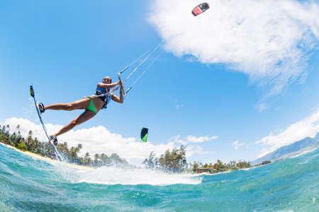 kitesurfen: Kite Boarding, Fun in de oceaan, Extreme Sport