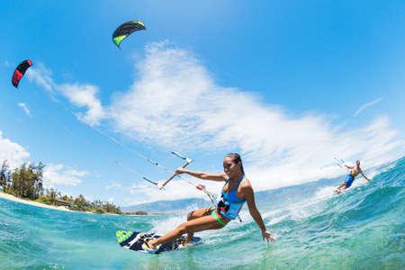 surfeur: Kite Boarding, Fun dans l'océan, Sport Extrême Banque d'images