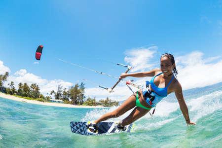 凧: 凧の搭乗、海洋、極端なスポーツの楽しみ