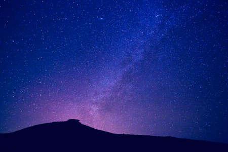 밤에 은하수의 별