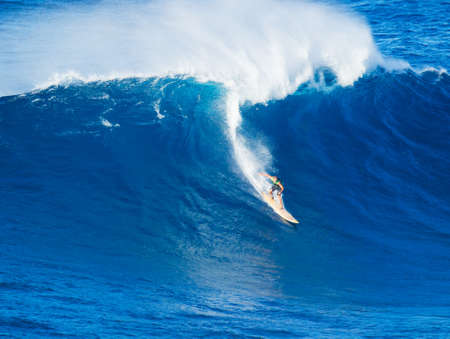 granola: Ola gigante surfista montar Extreme