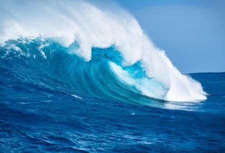 Grande Potente Ocean Wave Archivio Fotografico - 26307850