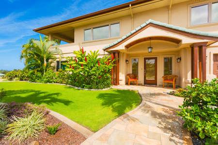 아름다운 가정 외관, 고급 주택, 맑은 푸른 하늘