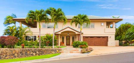 Mooie Exterieur, Luxury Home, zonnige blauwe hemel