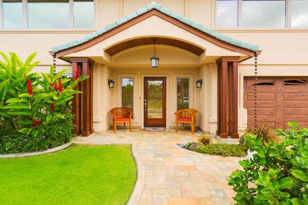 美しいホーム外観、贅沢な家
