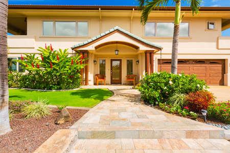 Belle Extérieur maison, la maison de luxe, Sunny Blue Sky Banque d'images - 27391843