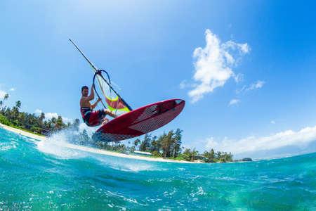 ウィンド サーフィン、海洋、極端なスポーツの楽しみ