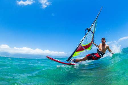 Windsurf, Diversión en el océano, Deporte Extremo Foto de archivo - 28150405