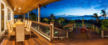 美しいホーム外装テラスのデッキ、夕日の景色をダイニング テーブル 写真素材