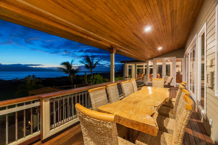 patio deck: Bella Deck Esterno casa patio e tavolo da pranzo con Sunset View