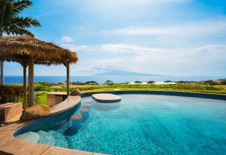 Luksusowy dom z basenem Zdjęcie Seryjne