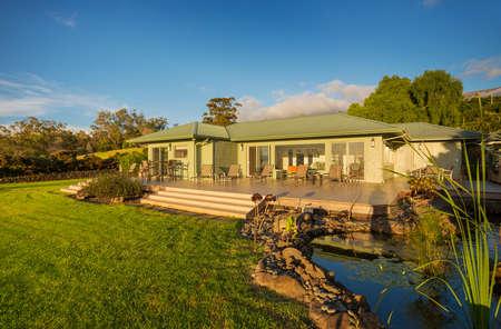 Beautiful home at sunset 版權商用圖片