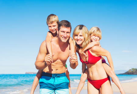 Happy Family Having Fun on the Beach Banco de Imagens