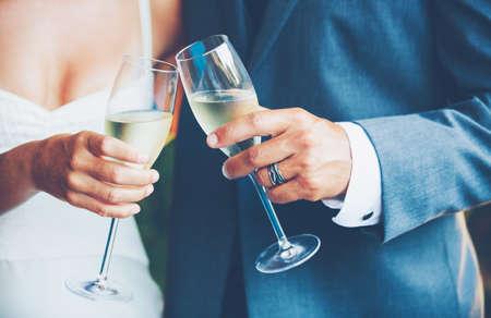 結婚式のカップルのトースト 写真素材