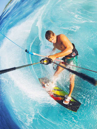 kite surfing: Kiteboarden, Extreme Sport. Plezier in de oceaan, Kitesurfen.