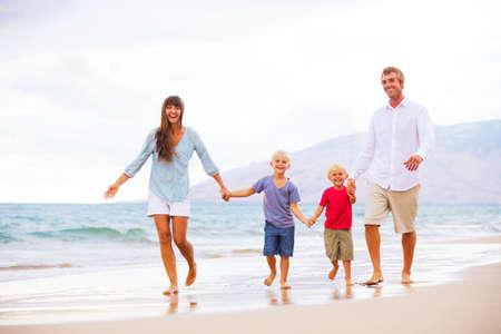 familia viaje: Familia Foto de archivo