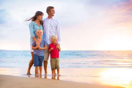행복 젊은 가족