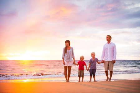 Portret van gelukkige jonge familie Stockfoto