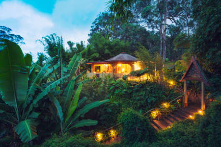 Tropical Cabin Retreat in the Jungle at Sunset Imagens