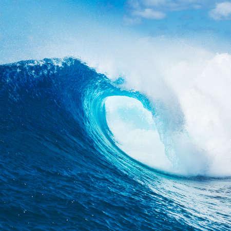 青い海の波、壮大なサーフ 写真素材