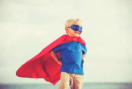 Superhero Kid, Jovem Happy Boy Playing Banco de Imagens