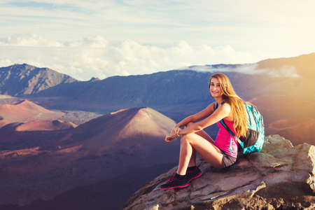 Young woman hiker in the mountains enjoying the outdoors Imagens