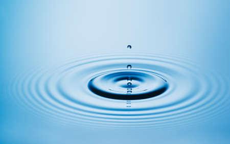 Gota de agua  Foto de archivo - 48837138