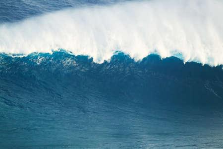 northshore: Giant Powerful Blue Ocean Wave
