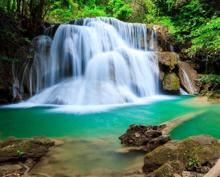 Cascata foresta profonda a cascata Erawan National Park Kanjanaburi Thailandia Archivio Fotografico - 30992206