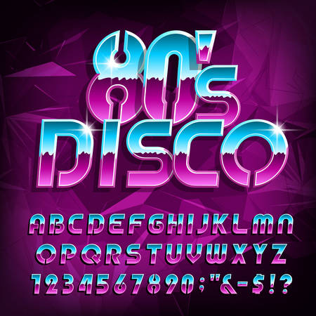 Czcionka alfabetu disco z lat 80. Litery, cyfry i symbole na tle wielokąta. Maszynopis wektor zapasów dla swojego projektu w stylu retro lat 80-tych.