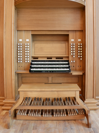 rostrum: organ rostrum with a manual and foot keyboard