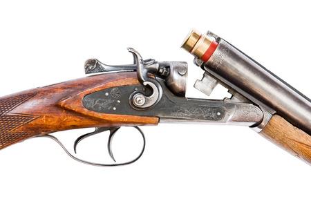 Mécanisme de rétro fusil de chasse close-up, isolé sur fond blanc