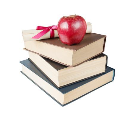 教育の概念: 弓、白い背景で隔離を赤いリボンで結ばれた大きな本、赤いリンゴ、巻物のスタック