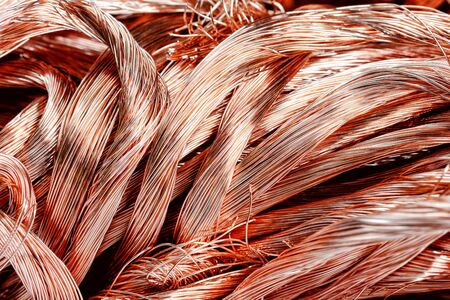 Gran montón de alambre de cobre de chatarra de cerca Foto de archivo
