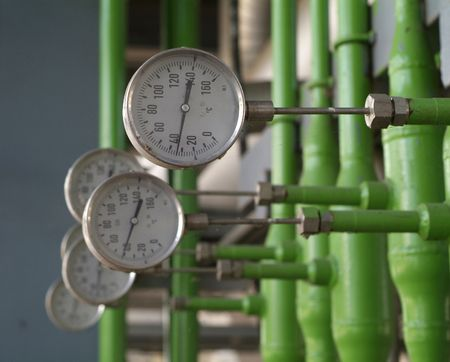 Industrial temperature meters for liquids. Shallow depth of field. Standard-Bild
